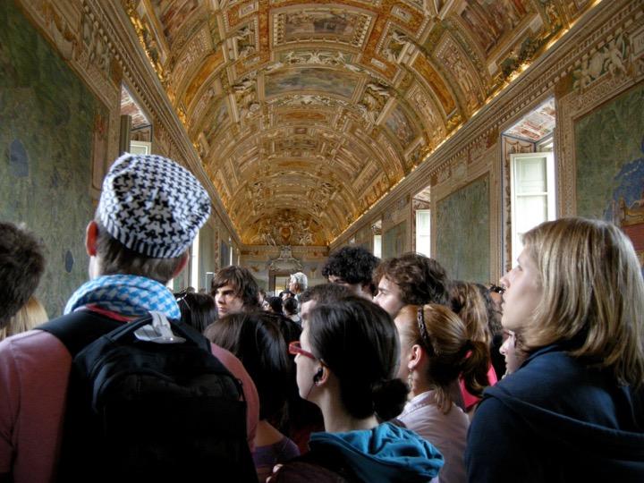 Programme d'étude Sciences humaines du cégep Gérald-Godin. Voyage d'étude en Méditerranée Visite du Vatican Rome, 2009