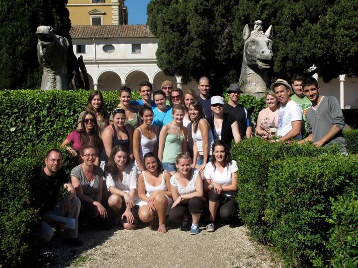 Sciences humaines cégep Gérald-Godin. Voyage d'étude en Méditerranée Visite des Thermes de Dioclétien Rome, 2011