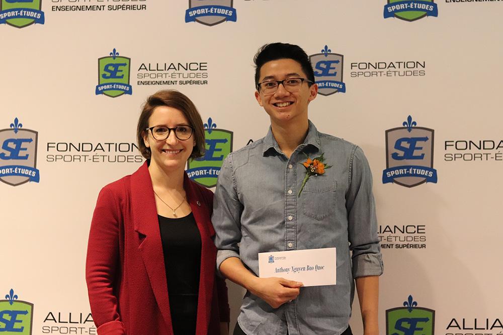Anthony Nguyen Bao Quoc reçoit sa bourse de la Fondation Sport-Études